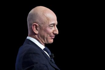 171 مليار دولار ، قفزة جديدة لثروة جيف بيزوس صاحب أمازون ومكاسب لطليقته أمام خسائر لوارن بافيت وأرنو