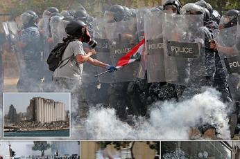 الشرطة اللبنانية تطلق الغاز المسيل للدموع على محتجين في بيروت بعد الانفجار