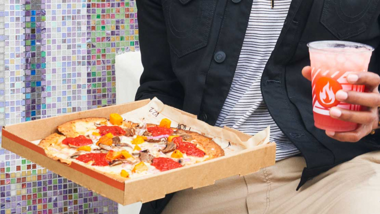 في دبي وأبو ظبي، مطعم بيتزا بخيار صحي من عجينة القرنبيط