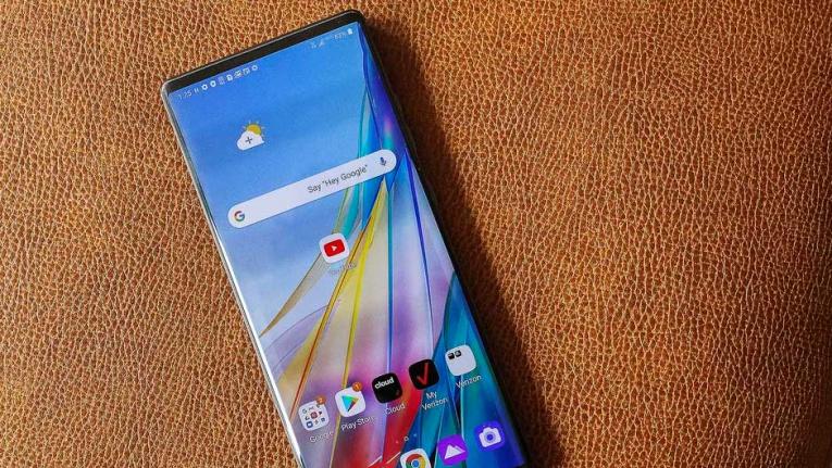 شاهد جنون التصميم بهاتف إل جي بجوانح، أغرب الهواتف الجوالة لعام 2020