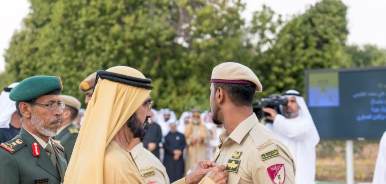 """محمد بن راشد ومحمد بن زايد يقلدان عددا من أبطال القوات المسلحة """"وسام الشجاعة"""""""