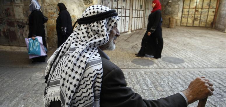 بالفيديو: آخر من يصنع الكوفية الفلسطينية