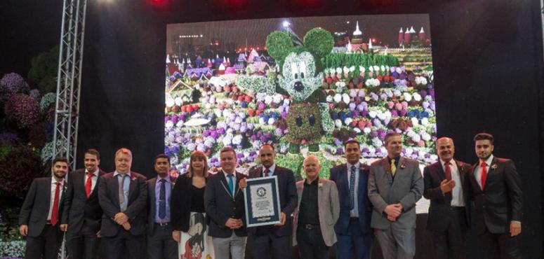 """""""ميكي ماوس"""" دبي يدخل موسوعة """"غينيس"""" كأكبر مجسم زهور ونباتات"""