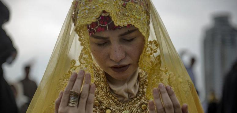 ألوان تزين احتفالات المسلمين حول العالم بعيد الفطر