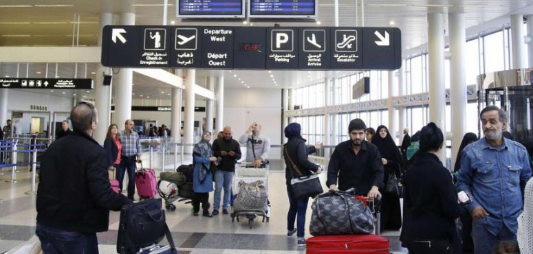 ما حقيقة فرض موافقة سفر على السوريين ما بين 17 و42 عاماً؟