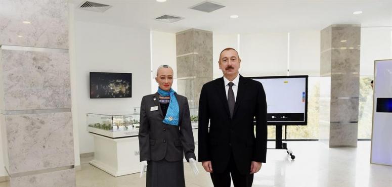 منح صوفيا السعودية أول فيزا روبوت