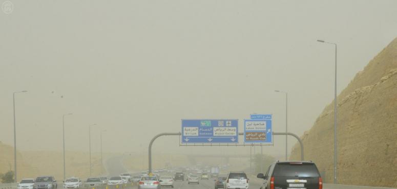 الأرصاد تحذر من غبار في مكة والمدينة وأمطار غزيرة في الباحة