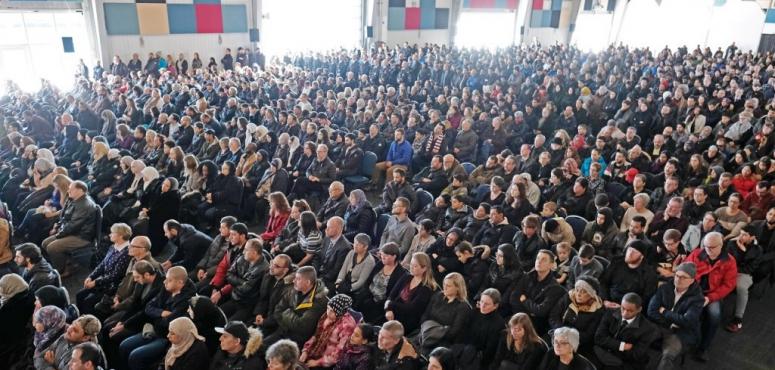 كندا تشيع في جنازة مهيبة سبعة أطفال سوريين قضوا في احتراق منزلهم