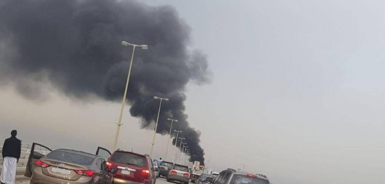 فيديو: احتراق سيارة على جسر الملك فهد