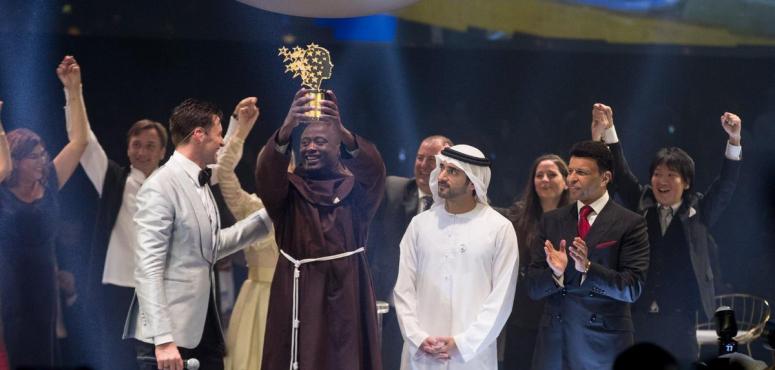 الرئيس الكيني يهنيء بيتر تابيشي لفوزه بجائزة أفضل معلم في العالم 2019