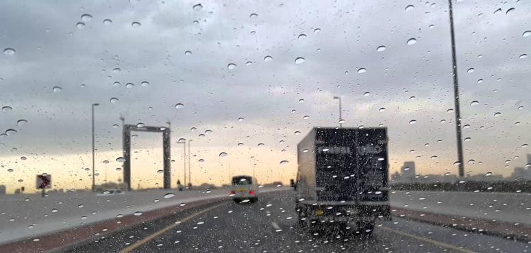 أرصاد الإمارات: غيوم وأمطار خفيفة يوم الإثنين