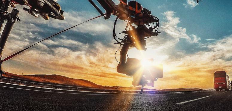 شاهد ستورم، طائرة مسيرة مع طاقم مشغلين لتصوير الأفلام السينمائية