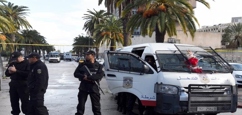 انفجاران انتحاريان يستهدفان الشرطة في تونس
