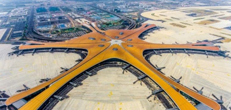 مطار ضخم من تصميم زها حديد يفتتح في بكين