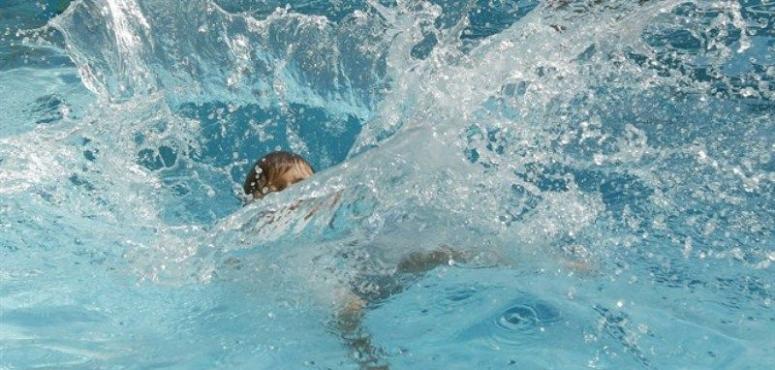 اتهام مدرب سباحة بالإهمال بعد غرق شاب مواطن في عجمان