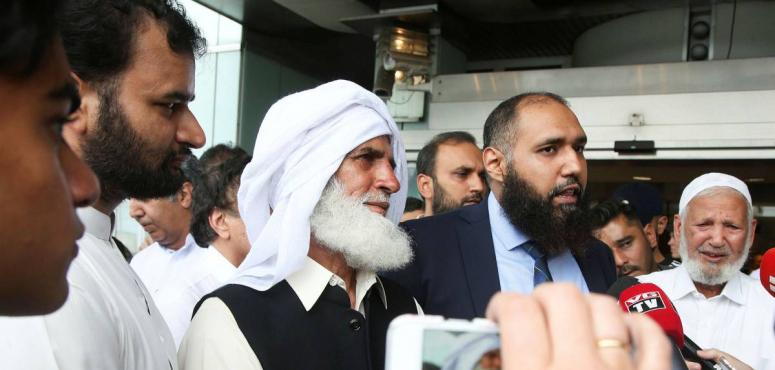 رجل مسن أنقذ المصلين من مذبحة قبيل صلاة العيد