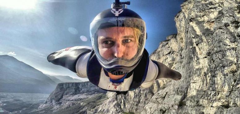 مصرع عالم سابق في ناسا أثناء ممارسة «الطيران المجنح» في السعودية