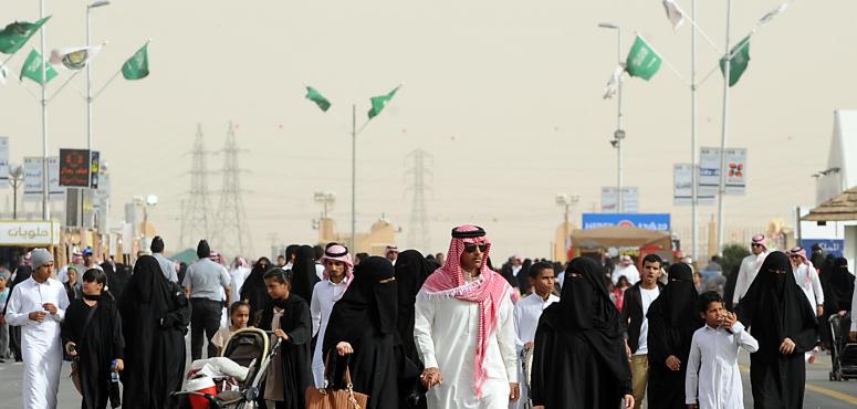 السلطات السعودية تطلق حملة لضبط لوحات المحلات التجارية المخالفة