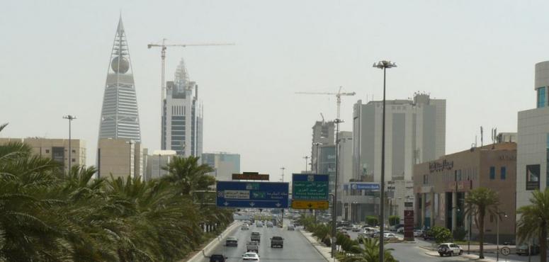 فيديو: لحظة إطلاق صافرات الإنذار في العاصمة السعودية