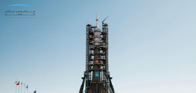 بالصور :  تثبيت صاروخ سويوز على منصة الإطلاق استعدادا لحمل أول رائد فضاء إماراتي