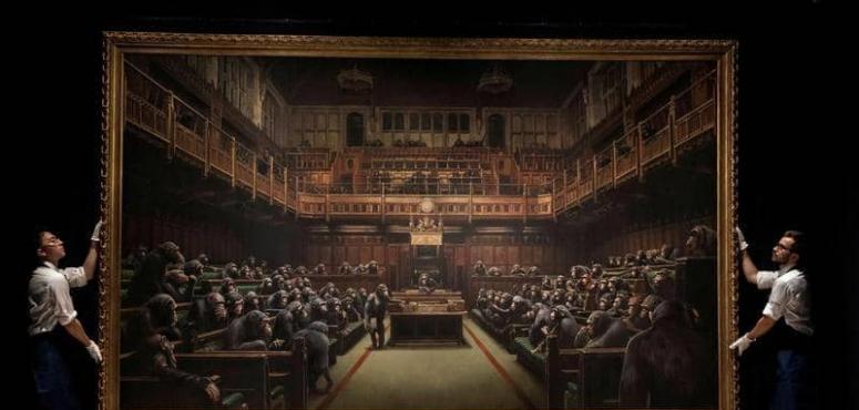 لوحة بانكسي للبرلمان البريطاني ممتلئا بالشمبانزي تباع مقابل 12 مليون دولار