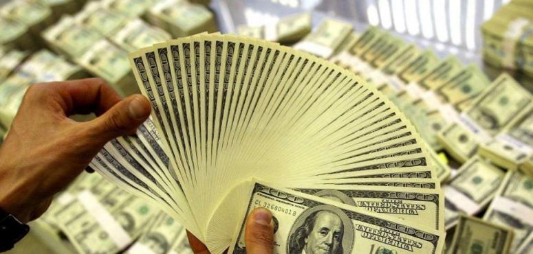 الدولار يهبط لأدنى مستوى في 3 أشهر