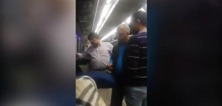السلطات المصرية تأمر باحتجاز الكمسري الذي أجبر الشابين على القفز فتوفي أحدهما