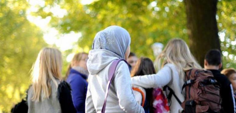 نُزع حجابها  وتم ركلها..  اعتداء عنصري على فتاة عراقية في ألمانيا
