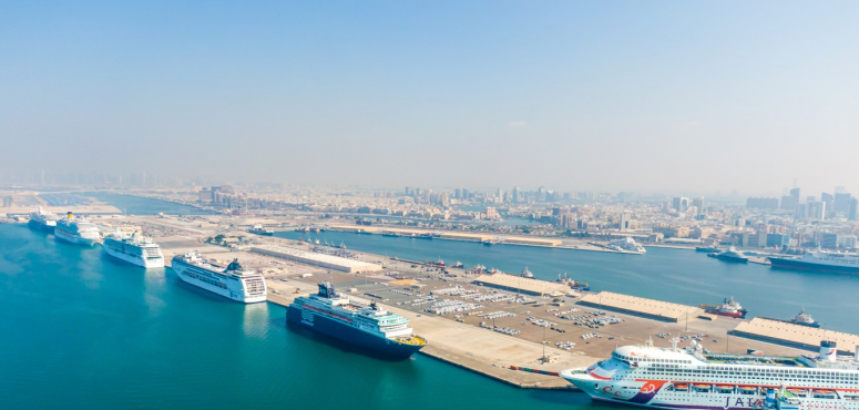 دبي تستقبل 6 سفن سياحية على متنها 60 ألف زائر بيوم واحد