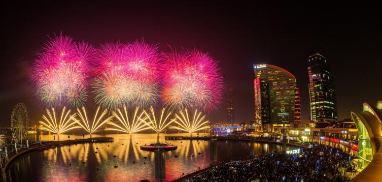 الألعاب النارية تزيّن سماء المدينة  كل ليلة خلال مهرجان دبي للتسوّق
