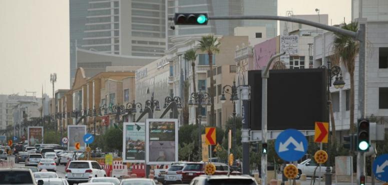 كم غرامة عدم استخدام الإشارة عند الالتفاف في طرقات السعودية؟