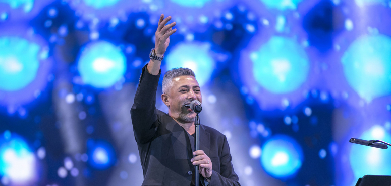 عمر العبداللات يتألق بليلة أسطورية بمسرح المجاز في الشارقة