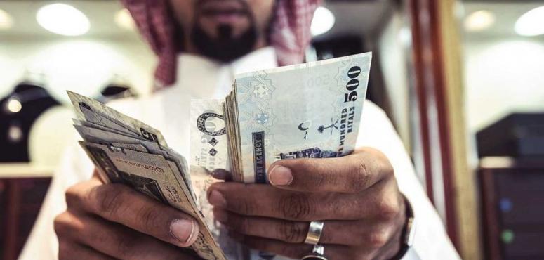السعوديون يشعلون تويتر بـ الراتب الأول في 2020 وصرف العلاوة السنوية