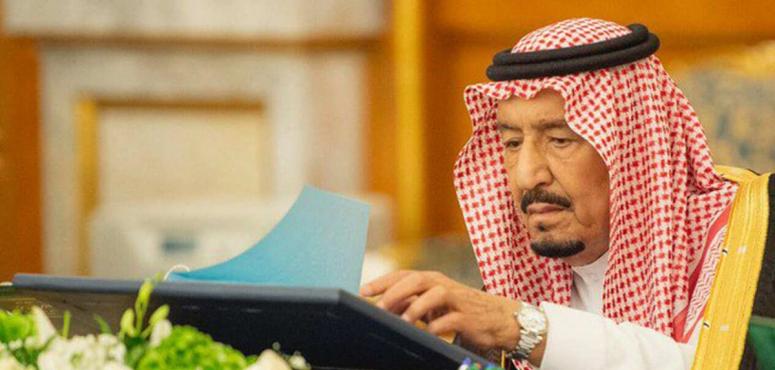 فيديو: منع المواطن السعودي من حمل وسام أجنبي في المناسبات الوطنية إلا بعد موافقة الملك