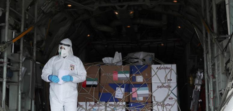 بالصور : الإمارات ترسل مساعدات إلى إيران لمكافحة وباء كورونا