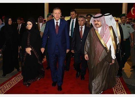 أردوغان يؤدي مناسك العمرة في مستهل زيارته للسعودية