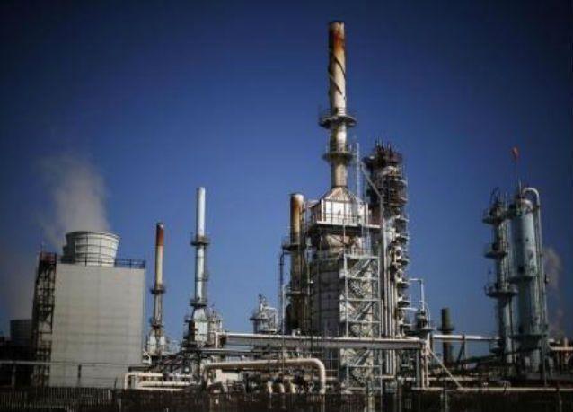 النفط يرتفع فوق الـ 30 دولارا وسط آمال بالاتفاق على الحد من تخمة المعروض
