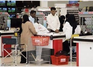 600 موظفة سعودية لمراقبة المحال النسائية في الرياض