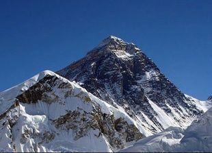 إمرأة هندية مبتورة الساق تتسلق جبل ايفرست