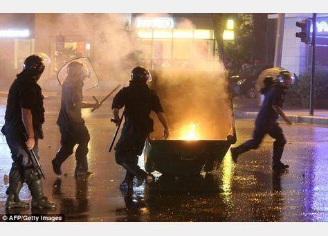 """مظاهرات تطالب بـ """"إسقاط النظام"""" في لبنان"""