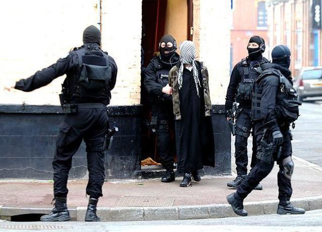 بالصور: الشرطة الفرنسية تعتقل عدداً من الإسلاميين المتطرفين