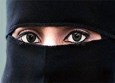 المرأة السعودية الثالثة جمالاً والأولى دلالاً