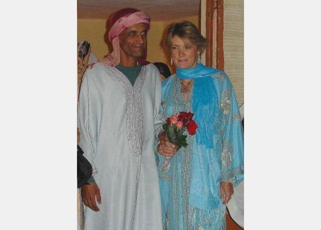 بالصور: كاتبة بريطانية تتخلى عن وظيفة مرموقة للزواج من رجل مغربي