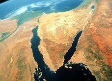 رويترز: مقتل مسلحاً في قصف جوي شمال سيناء