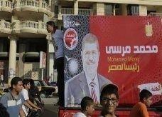 """نائب الإخوان المسلمين بمصر يتوقع سنوات من الخلاف مع المجلس العسكري وفوز """"محمد مرسي"""" بالرئاسة"""
