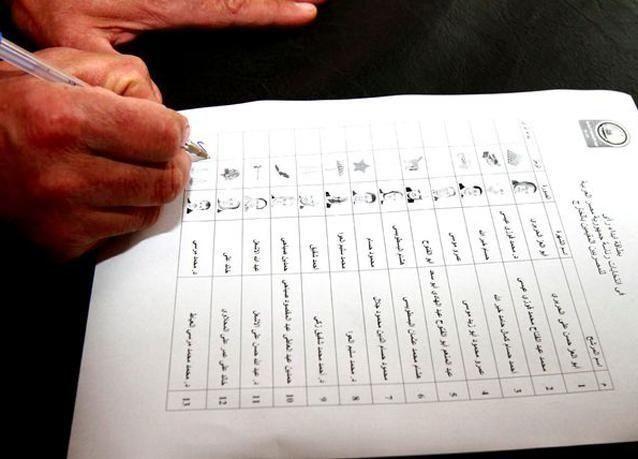 إرجاء الحديث عن سلطات الرئيس المصري الجديد ورصد تجاوزات لمرشحين