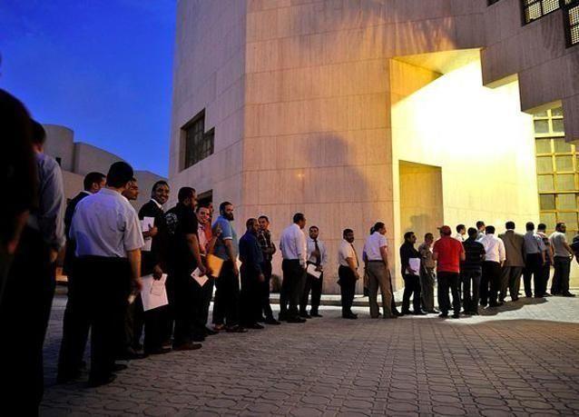 الاخوان المسلمون بمصر يشكلون سلسلة بشرية دعما لمرشحهم في الانتخابات