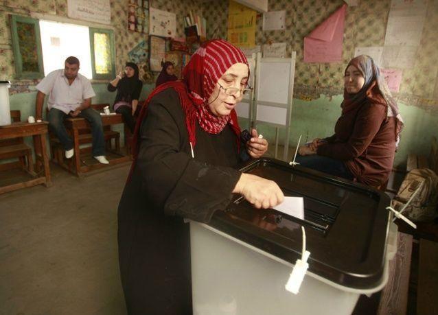 بالصور: المصريون ينتخبون أول رئيس بعد الثورة