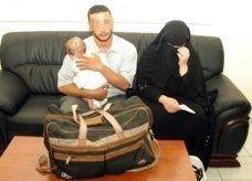 عربيان يحاولان إدخال طفلهما إلى الإمارات داخل حقيبة
