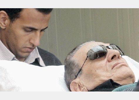 النائب العام المصري يوافق على نقل مبارك لمستشفى عسكري